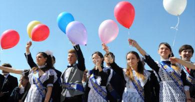 В четверг последний звонок прозвенит для 11 тысяч крымских выпускников