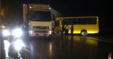 v-simferopole-v-dtp-popali-dva-avtobusa-dvoe-postradavshih