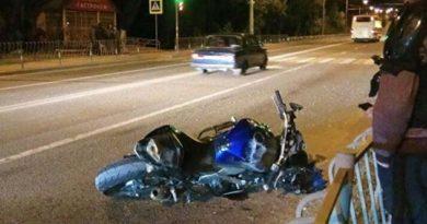v-krymu-voditel-avto-sbil-dvuh-mototsiklistov-i-skrylsya-s-mesta-dtp