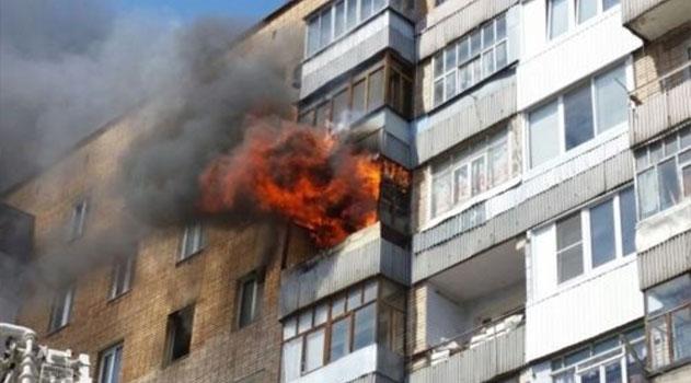 В Алуште из горящего дома спасали людей