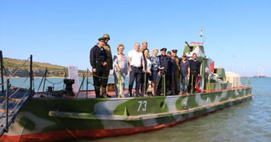 В Керчи на два дня пришвартовался уникальный бронекатер-музей