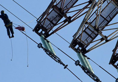 В Крыму из-за сильного ветра без света остались около 9,5 тыс человек