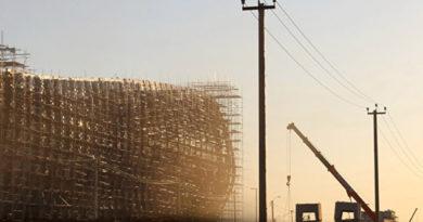 montazh-metallokonstruktsij-zdaniya-novogo-terminala-aeroporta-simferopol-zavershen