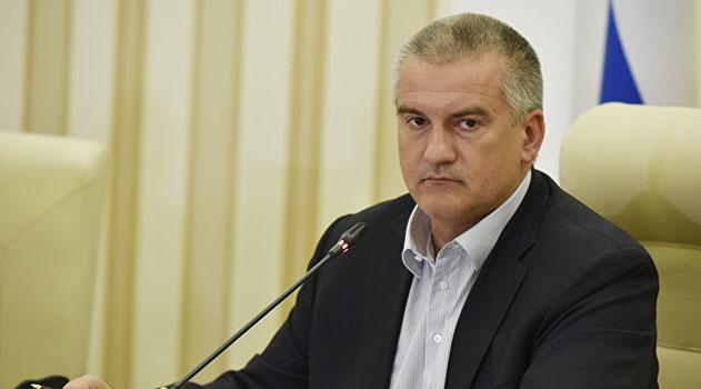 Аксенов поручил сравнить реальные зарплаты врачей и учителей в Крыму с данными статистики