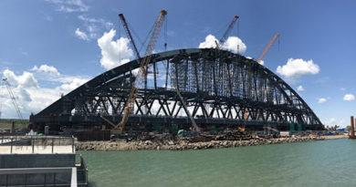 Арки моста в Крым подсветят цветами российского триколора