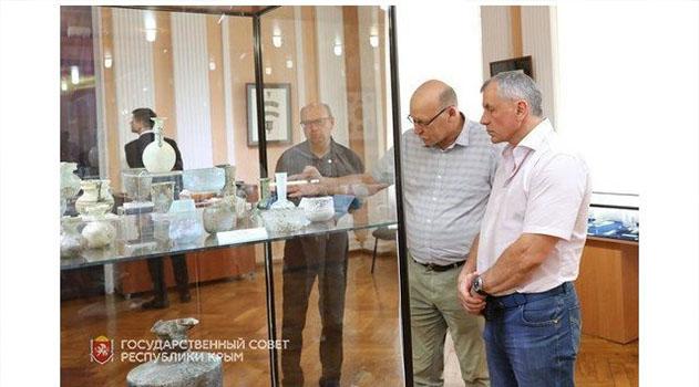 """Экспонаты на выставке """"черной археологии"""" откроют новую историю Крыма - Константинов"""