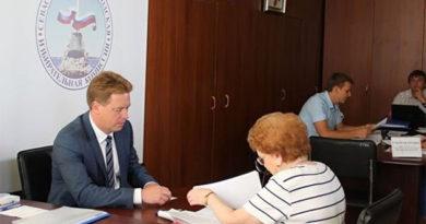 Овсянников передал в Избирком полный пакет документов для участия в выборах губернатора Севастополя