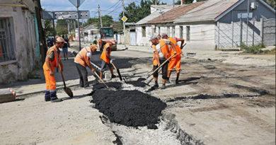 В Симферополе начался ремонт аварийно-опасных участков дорог