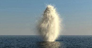Водолазы крымского МЧС взорвали фугасную авиабомбу в акватории Азовского моря