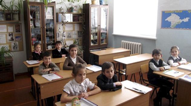 uchitelya-rasskazhut-rossijskim-shkolnikam-na-urokah-istorii-o-vozvrashhenii-kryma-i-sanktsiyah