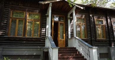 v-yalte-turistam-pokazhut-dachu-stalina
