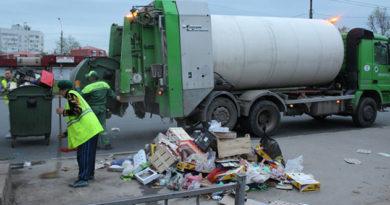 Коммунальщики Коктебеля не справляются с вывозом мусора из-за нехватки транспорта