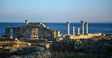 Крым с начала года посетили почти три миллиона туристов