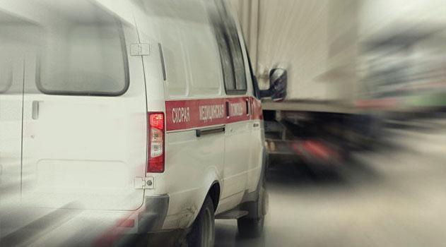Под Феодосией столкнулись два грузовика: пострадал водитель