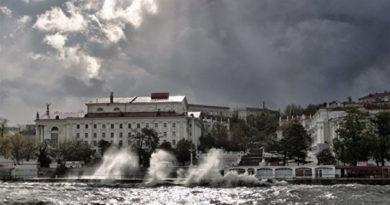 В Севастополе подросток погиб в штормящем море