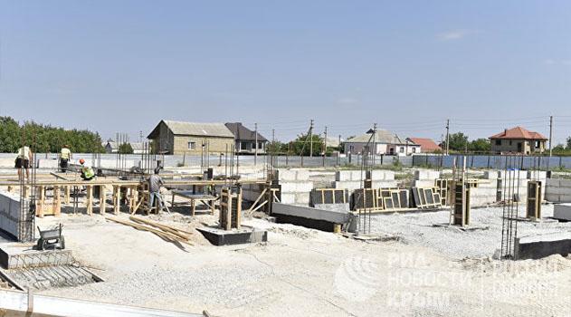 В Симферополе не успевают построить пять детсадов и две школы по ФЦП
