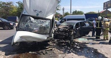 В Симферополе столкнулись Volkswagen и ГАЗель: есть пострадавшие
