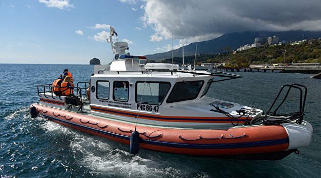 В Ялте спасли туристок, которых ветром унесло от берега в море