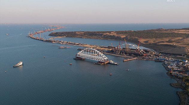 Железнодорожную арку моста через Керченский пролив доставили на фарватер