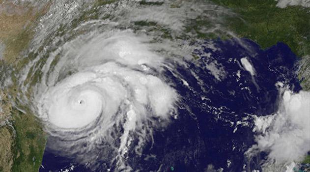 na-tehas-obrushilsya-samyj-moshhnyj-so-vremen-katriny-uragan-harvi