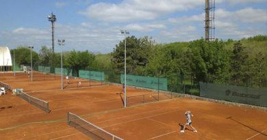 sorevnovanie-iz-kalendarya-rossijskogo-veteranskogo-tennisnogo-tura-sostoitsya-v-evpatorii