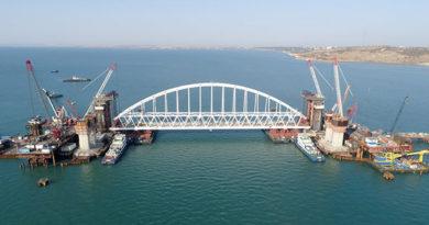 stroiteli-mosta-v-krym-gotovyatsya-ustanovit-zheleznodorozhnuyu-arku