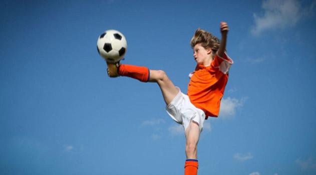 v-kerchi-prohodit-detskij-futbolnyj-turnir