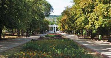 feodosijskie-vlasti-oprovergli-sluhi-o-stroitelstve-mnogoetazhki-v-mestnom-komsomolskom-parke