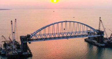 sroki-operatsii-po-montazhu-avtodorozhnoj-arki-krymskogo-mosta-mogut-prodlit-eshhe-na-mesyats-iz-za-nepogody