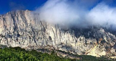 turisty-iz-sankt-peterburga-zabludilis-v-krymskih-gorah