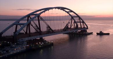 plavopory-s-avtodorozhnoj-arkoj-krymskogo-mosta-dostigli-farvatera