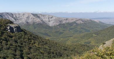 v-krymskih-gorah-zabludilis-troe-vzroslyh-s-rebenkom