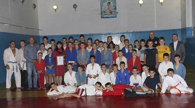 yalta-pervoj-v-krymu-startovala-vo-vserossijskom-proekte-sambo-v-shkolu