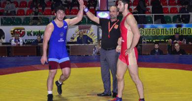 krymchane-vyigrali-dve-medali-na-yuniorskom-pervenstve-rossii-po-volnoj-borbe-2