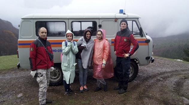 krymskie-spasateli-vyveli-iz-gorno-lesnoj-mestnosti-semeryh-turistov