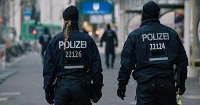 v-nemetskom-kukshafene-arestovali-vehavshego-v-tolpu-muzhchinu