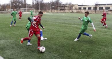 futbolisty-iz-krasnolesya-vtoroj-god-podryad-vyigrali-turnir-pamyati-legendy-tavrii-anatoliya-zayaeva