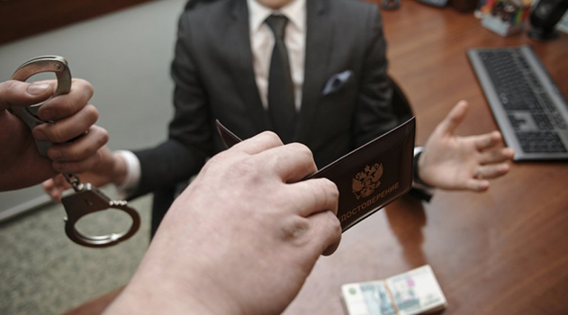 simferopolskij-sud-arestoval-zaderzhannogo-za-vzyatku-zamglavy-krymskogo-ufas