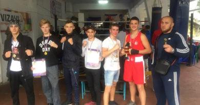 yaltinskie-boksery-zavoevyvali-nagrady-na-respublikanskom-turnire