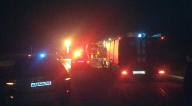 Подробности ДТП в Крыму: обгон, горящие фуры, погибшие дети и двое в больнице