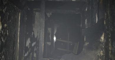 spasateli-evakuirovali-12-chelovek-iz-goryashhego-doma-v-evpatorii
