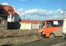 В Симферополе грузовик и маршрутка столкнулись на тротуаре