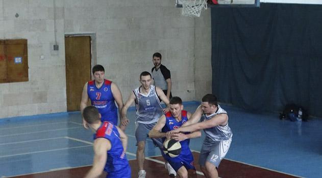 basketbolisty-kfu-posle-porazheniya-ot-skilura-i-pobedy-nad-iskroj-sohranili-liderstvo-v-chempionate-kryma