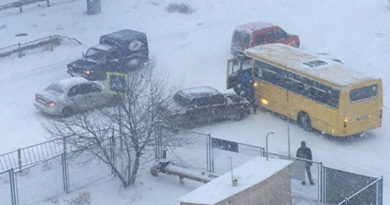 hronika-dtp-na-zanesennyh-snegom-dorogah-kryma-byutsya-mashiny