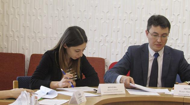 ismet-ablaev-provyol-zasedanie-komissii-po-predostavleniyu-materialnoj-pomoshhi