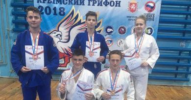 komanda-sportivnoj-shkoly-yalty-privezla-medali-so-spartakiady-boevyh-iskusstv-zolotoj-grifon-2018