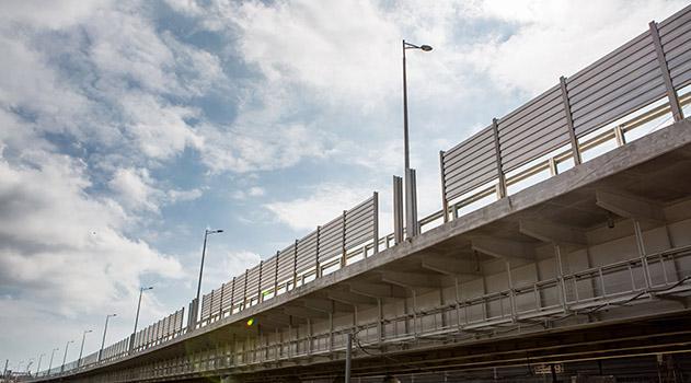 na-krymskom-mostu-ustanavlivayut-shumozashhitnye-ekrany