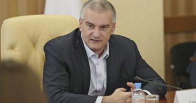 sergej-aksyonov-vstretilsya-s-kuratorami-molodyozhnogo-aktiva-respubliki-krym