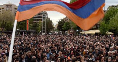 demonstranty-v-erevane-nachali-blokirovat-zdaniya-gosorganov