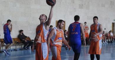 komandy-iz-tryoh-regionov-stali-polufinalistami-vo-vtorom-muzhskom-divizione-chempionata-kryma-po-basketbolu